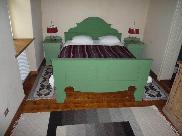 redhouse-bedroom